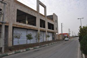 نخستین استخر چند منظوره شهرستان بهارستان وارد گام های پایانی شد